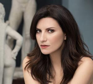 Laura-Pausini-redcarpet-magazine